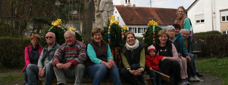 Wunderschön geschmückter Osterbrunnen